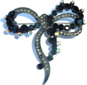 P322 - Ribbon Black Stones